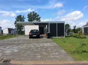 Stahlcarport Flachdach Einfamilienhaus